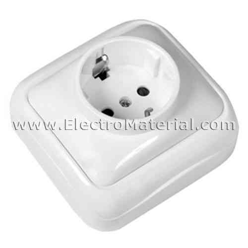 Plug 10A TTL White Surface